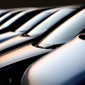 Mehr Autos, mehr sparen: Zweitwagen günstig versichern, egal wo ihr Erstwagen versichert ist.